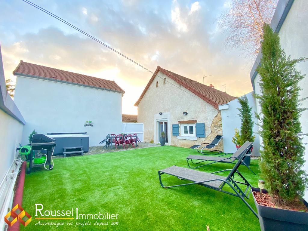 Hameau de Gigny : maison en pierre : 3 chambres dont 1 de plain pied : toiture et chénaux 2015