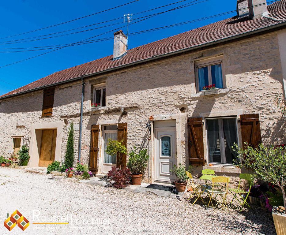 Ladoix-Serrigny : maison de village coup de coeur - toiture en 2000 et façade en 2017 - pièce de vie 48 m2