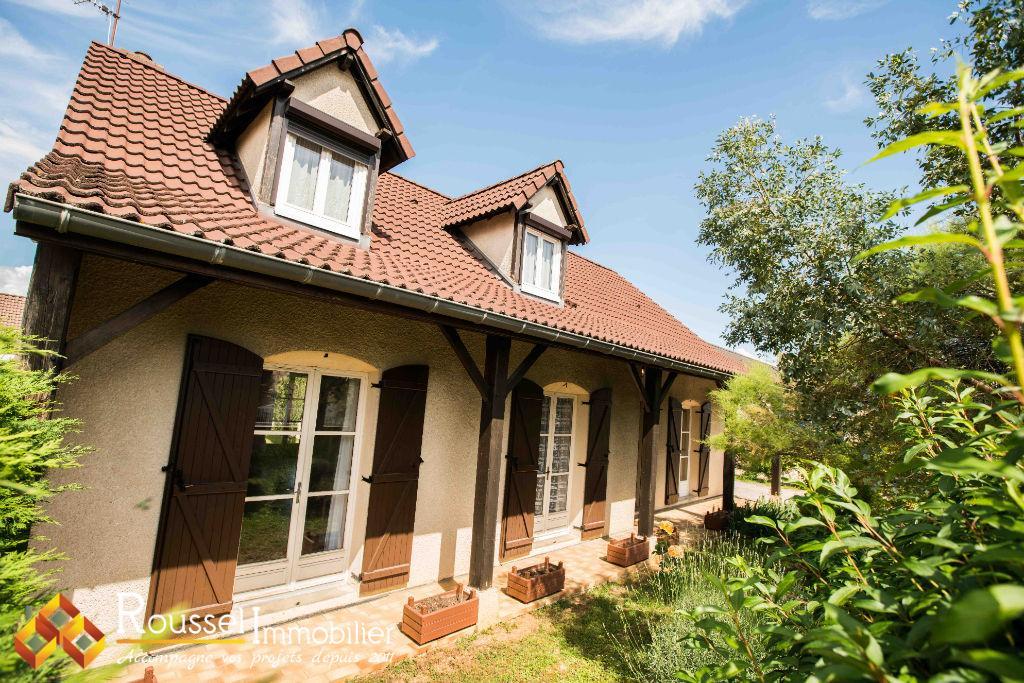 Beaune : maison familiale avec vie de plain pied : 4 chambres et 2 salles d'eau : Pièce de vie de 49 m2